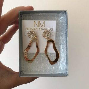 Gold abstracts earrings.